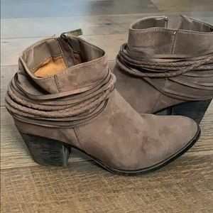 Shoes - Comfy Booties